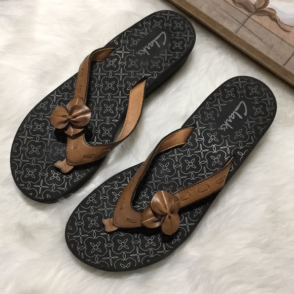 cb8f39583e48 Clarks Shoes - Clarks BROWN Leather Flower Sandals Sz 10M